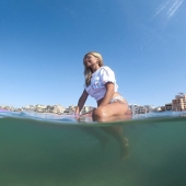 Paddlesurf on Sunday afternoon sounds like a perfect plan💙  In Mallorca we still enjoy a perfect weather conditions to do so 🏄♀️☀️🌊 However ➡️ some of us are at work flying and some enjoying the beach&sea activities💙  We wish you all a lovely Sunday afternoon 💗☀️💟 Remember ➡️ it's all about the lifestyle 💛  #CHICA 🌸 #CHILL 🌸 #LOCA 🌸 lifestyle ☀️  Enjoy our colorful collection all year long ➡️ chilloca.eu (LINK IN BIO)  @bonaonamallorca @surferki 📷 @kadi.production  #portuguesegirl #portuguesa #azafata #stewardessa #flightattendant #cabincrewlife #dayoff #paddleboarding #paddler #paddlelife #mallorca #activewear #lifeisabeach #seaside #polishbrand #brandidentity #hoodie #tshirt #mask #BoardsLoca #brandambassador #outfitgoals #mallorcagram #sunday #vibes