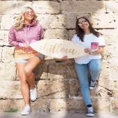 W duecie lepiej niż samemu💗💗  Hasło odnosi się do wszystkiego👯 U nas przeważnie to: ➡️ chillocowe dziewczyny ➡️ wspólne działania #girlssupportgirls ➡️ zestawy bluzowo-koszulkowe  i inne kombinacje 🎭👕🛍️  W duecie, ale przede wszystkim w parze z pozytywną energią/ radością / odpowiednim nastawieniem do życia / humorem / uśmiechem itd💗  Ps. Miłej niedzieli w doborowym towarzystwie 🧁👯🌎💋  IT'S ALL ABOUT THE LIFESTYLE!   @rayban @flight_attendants_after_work  #duet #chica #loca #doubletrouble #joking #lovelygirls #besties #przyjaciółki #girlstime #longlegs #bettertogether #portuguesegirl #spanishgirl #palmtrees #shadow #passeo #mallorca #hoodie #tshirts #biobawełna #positivevibes #goodenergy #uśmiech #zabawa #icecream #streetwear #MeltingLoca #polishbrand #polskamarkaodzieżowa