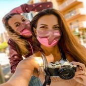 The #giveaway is coming soon! Stay tuned on @chilloca_brand & @janainmallorca profiles to know more about it🎉🎉  You can win our colorful protective mask for you & your #bestie 👯🧁🎭  More details ➡️ coming this week 💟  Have a good one😘  🧁🍍🌸🧁🍍🌸🎭💟🎉  Witamy serdecznie!!  Już za parę dni ➡️ do rozdania kolorowe chillocowe maseczki ➡️ dla Ciebie i  przyjaciółki 🎭🧁👯  Zasady podamy już niedługo 💜 Oby Wam służyły & chroniły 💟  Życzymy wspaniałego tygodnia 🧁  #slovakgirl #polishgirl #selfie #picoftheday #olympus #photo #photographer #photooftheday #icecream #gelado #gelateria #mask #maseczka #mascarilla #maschera #protective #konkurs #concurso #bestfriends #winning #cabincrewlife #mallorca #mallorcagram #MeltingLoca #hoodie #polisbrand #brownhair #girls